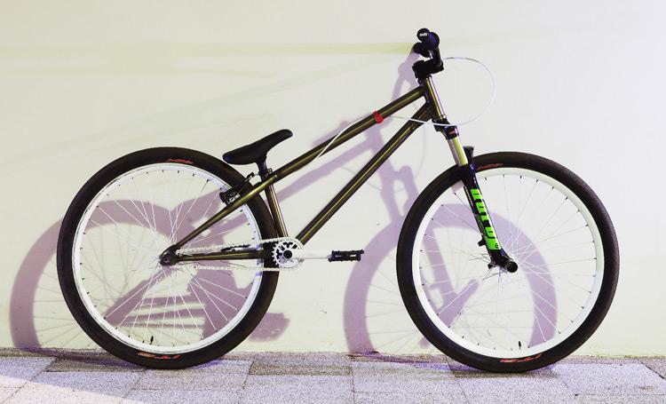 サモの新しいbrMOZUバイク