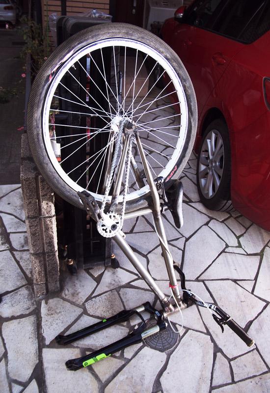 パンクしたMOZUバイク
