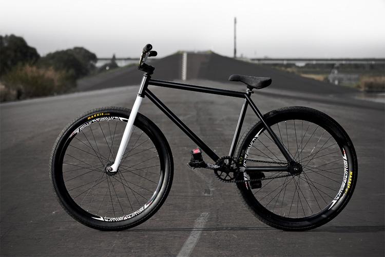 FM(FIXED MOZU)バイク