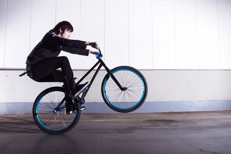 TUBAGRAライダーReonのMOZUバイク