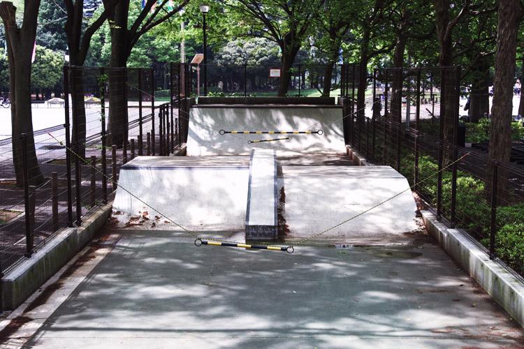 世田谷公園スケートパークの風景