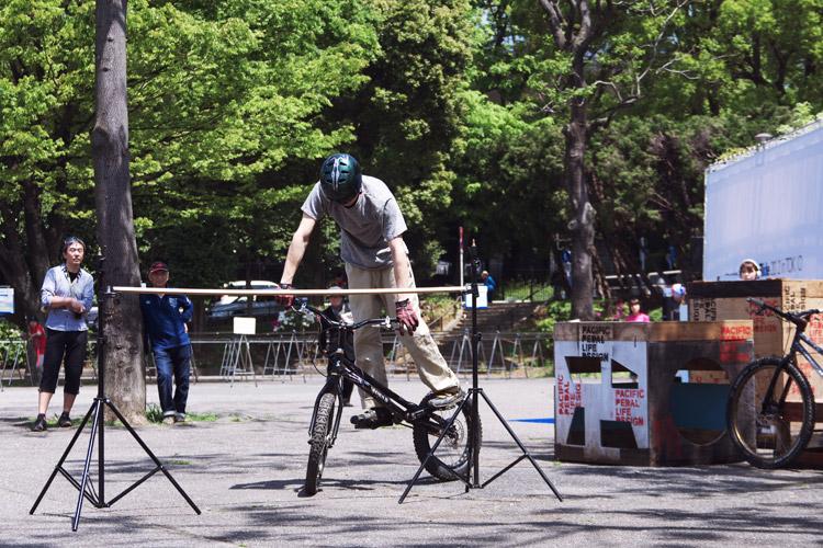 トライアルショーをする飯塚隆太選手