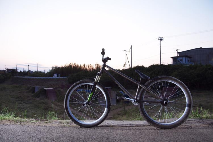 MOZUバイクとフラワートレイル