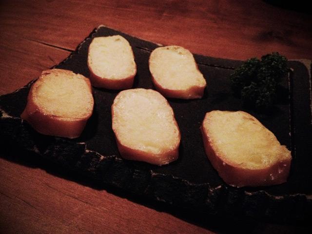 燻製キッチンの燻製チーズ