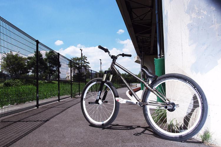 夏の新横、MOZUバイク