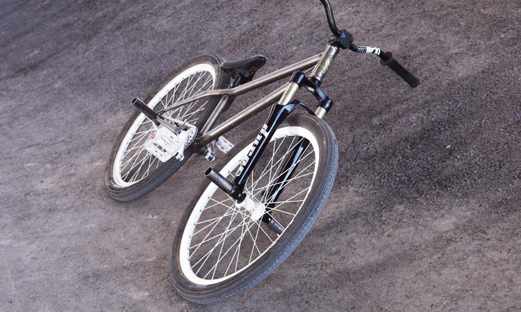 TUBAGRAサモのMOZUバイク