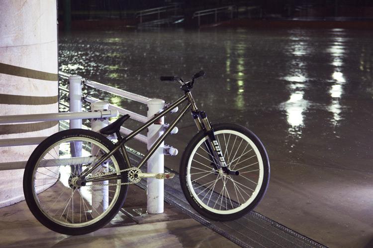 雨の新横スケートパーク