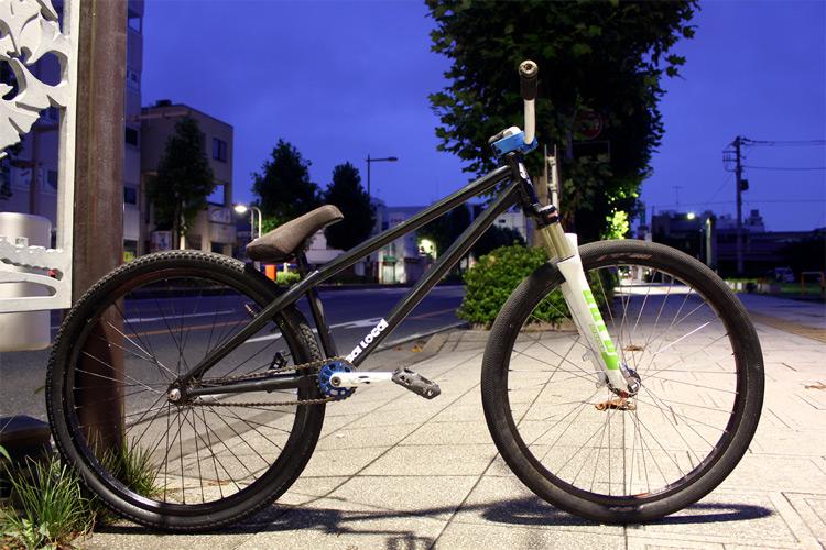 TUBAGRAライダーAshiのkdMOZUバイク