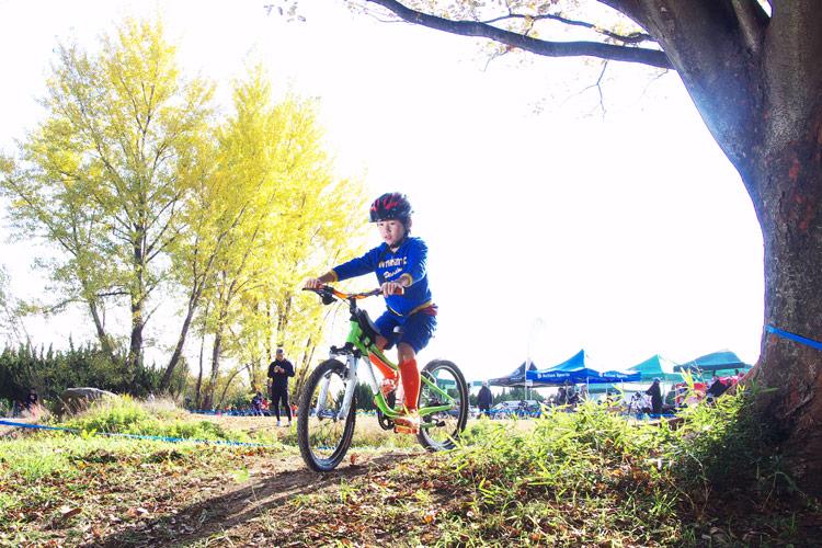 秋ヶ瀬の森バイクロアで親子向けライディング撮影ワークショップ