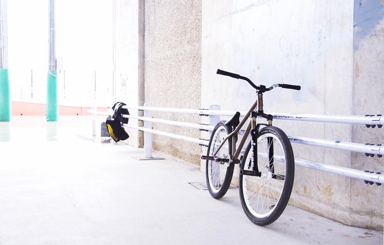 新横浜スケートパークでMOZUバイク