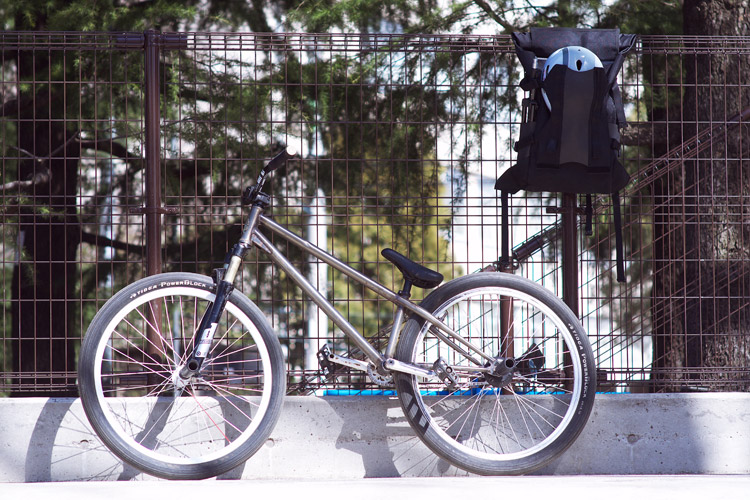MOZUバイクと世田谷公園スケートパーク