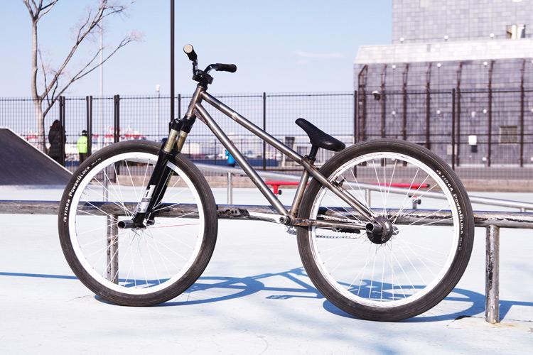 ボロボロのサモMOZUバイク