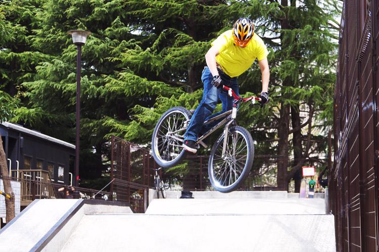 世田谷公園スケートパークで乗る水野君