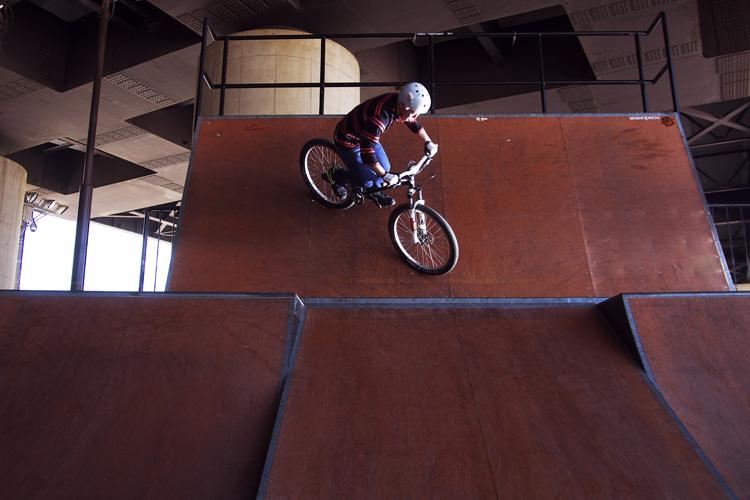 bori君の新横浜スケートパークでのRtoウォール