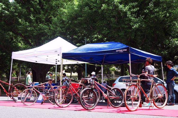 明治神宮外苑 いちょう並木通りでBESPOKE CYCLE MEETING