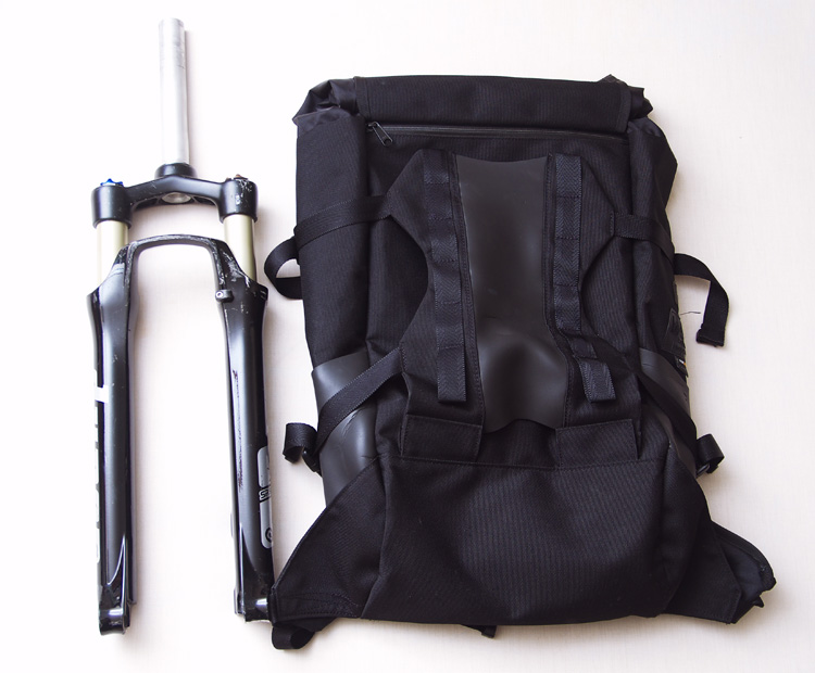 beruf baggage MOUNTAIN BACKPACK(jinken PACK)にSR SUNTOUR DUROを入れる