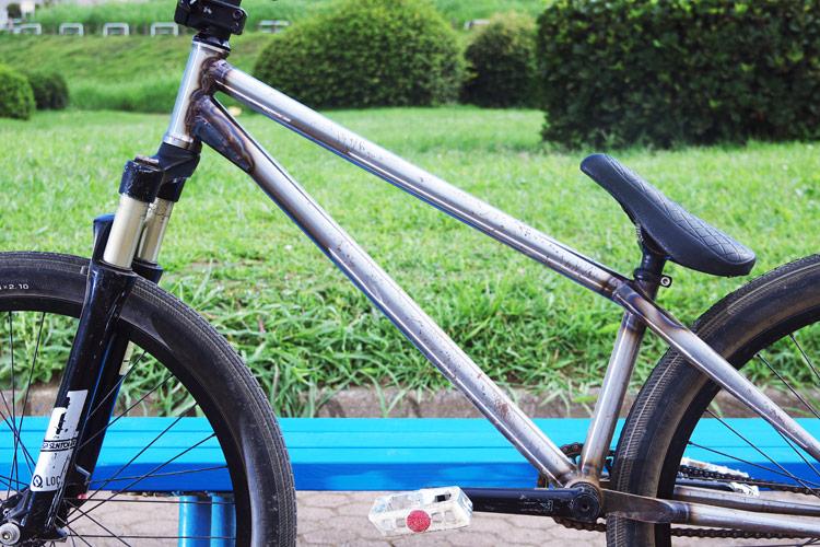 錆が進行しているサモのSHAKAバイク