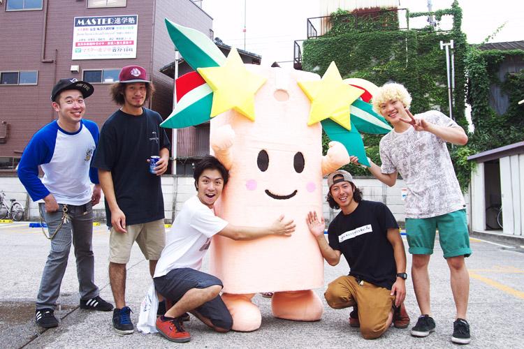 小川町七夕まつりでスタムちゃんと一緒に記念撮影
