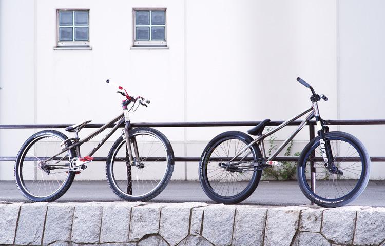 水野君のMOZUバイクとサモのSHAKAバイク