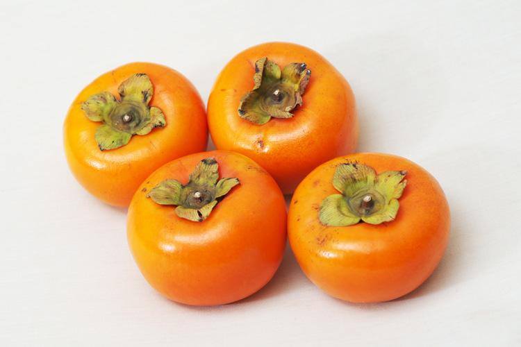 送っていただいた美味しそうな柿