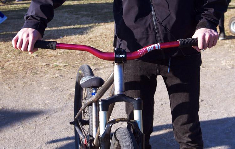 ENiSHYモチダさんのMOZUバイクのローライズワイドハンドル