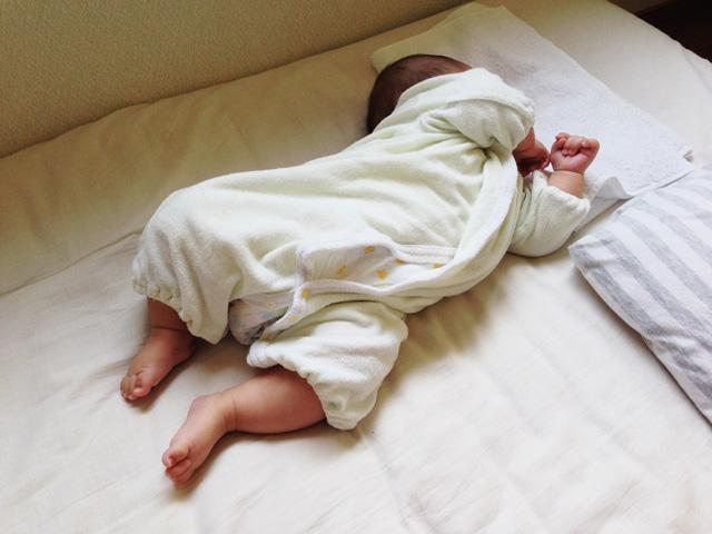 寝返りの練習してたら疲れてそのまま寝てしまった叶大