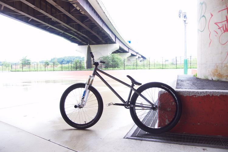 雨の新横浜スケートパークとSHAKAバイク