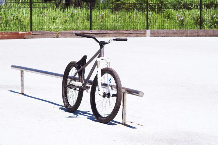 城南島スケートパークのハンドレールとSHAKAバイク
