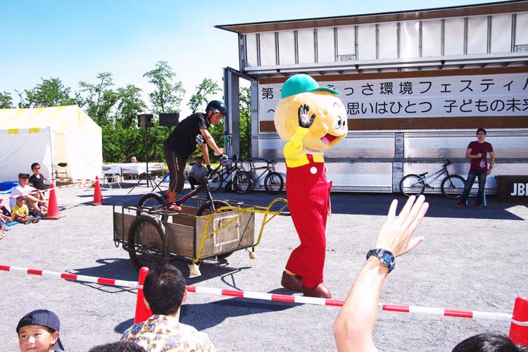 ふっさ環境フェスティバルで安部健太君とひのじゃがくん