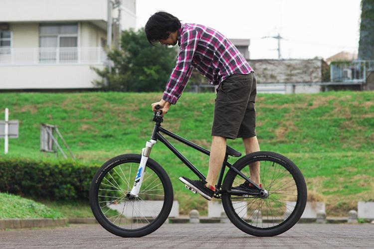 多摩川朝練でのSHAKAバイクとSanukのシューズ
