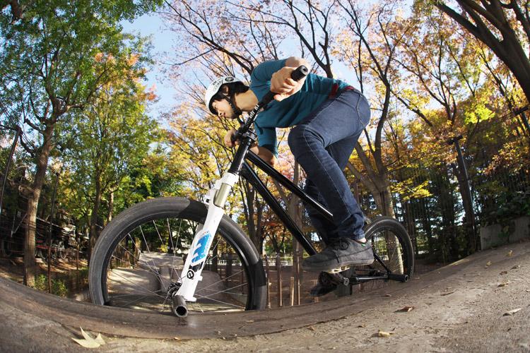 世田谷公園スケートパークでのサモダブルペグストールsanuk サヌーク