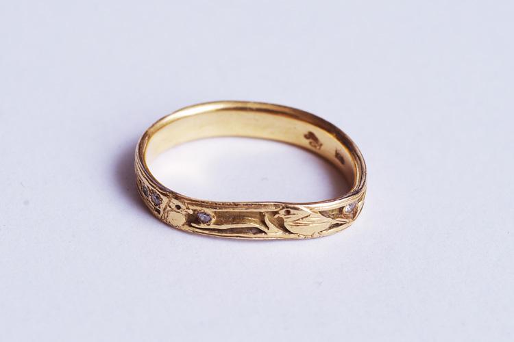 スケートパークで転んでひしゃげた結婚指輪