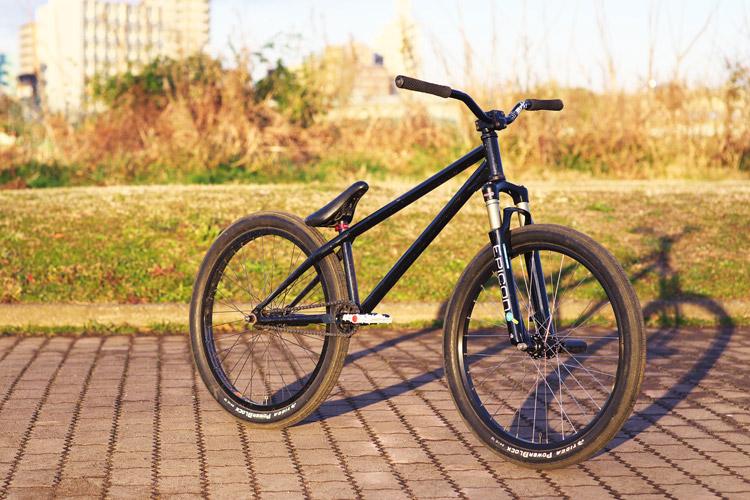 朝陽に映えるSHAKAバイク