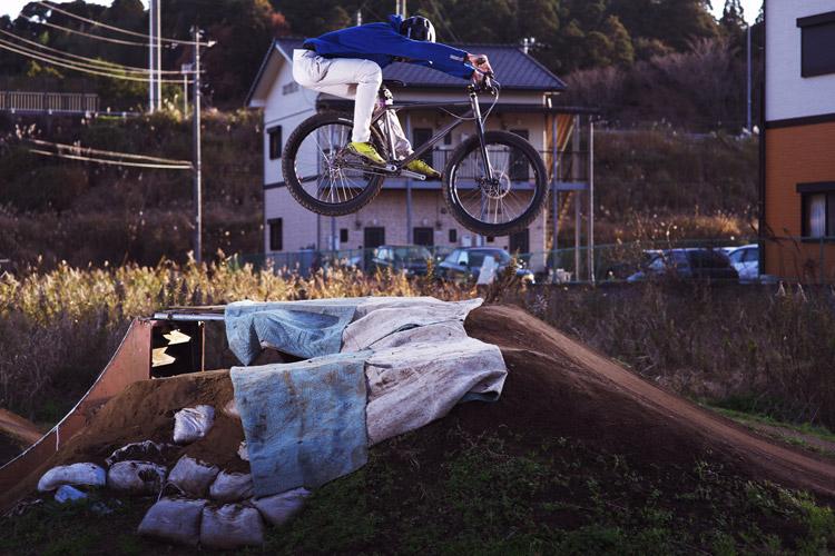 フラワートレイルダートジャンプJAM2014でYAMADORIに乗るjinkenさん