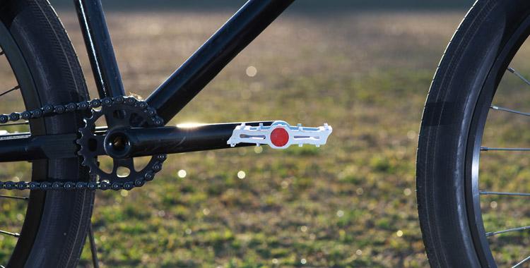 Dabombの樹脂・プラペダルPOPSICLE(ポップシクル)を付けたSHAKAバイク