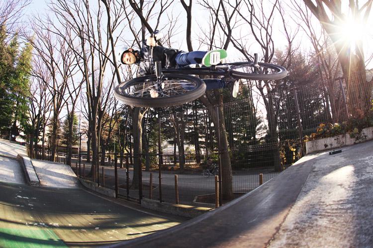 世田谷公園SLスケートパークでサモ自分撮りエアターン