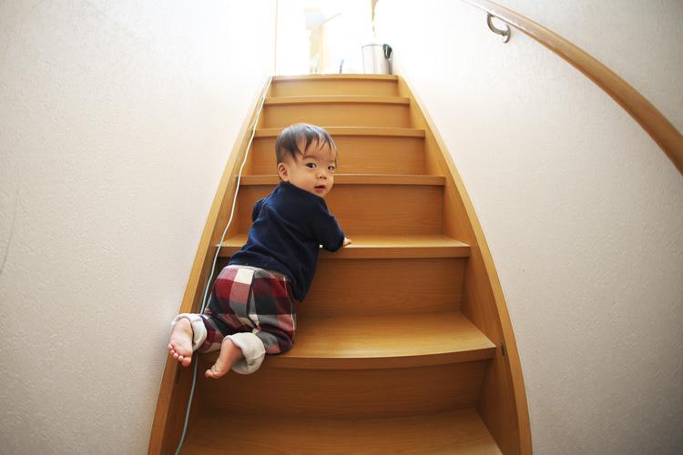 階段を高速で上がっていく叶大