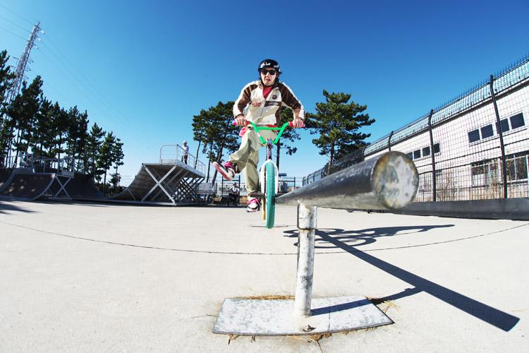 塩浜スケートパーク 岡本さんのキャンキャンダブルペググラインド