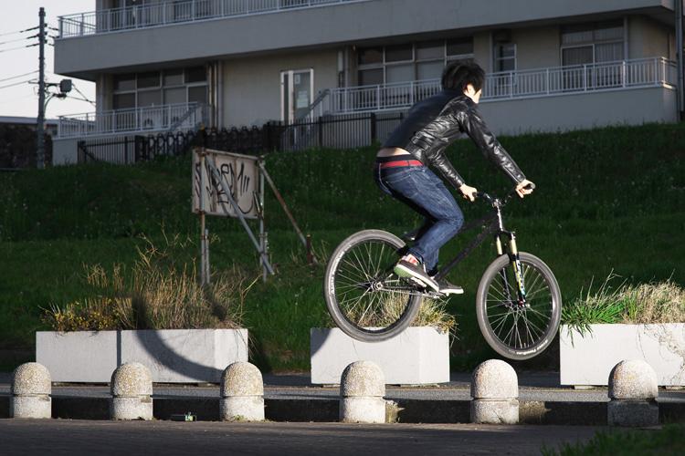 MTB マウンテンバイクSHAKA 多摩川河原サイクリングロード ウォーリー wallie