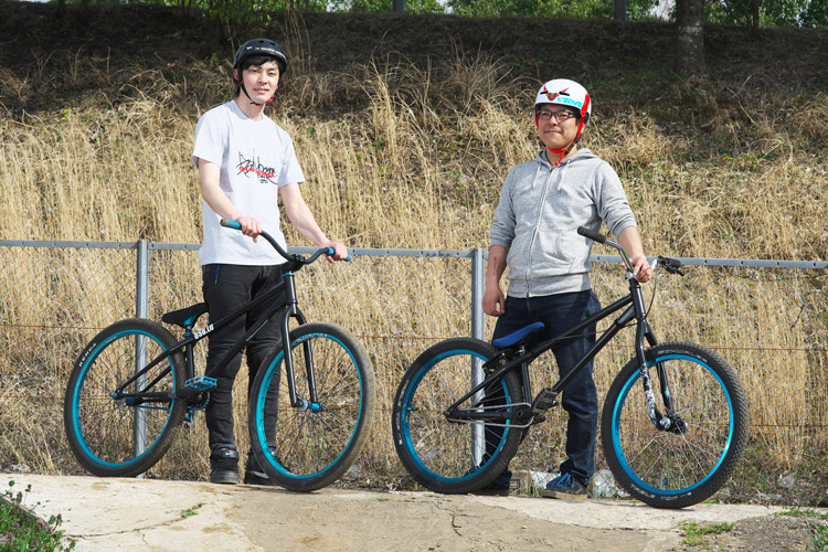 MTB マウンテンバイク ダートジャンプ フラワートレイル MOZUバイク レオン君 コニシさん