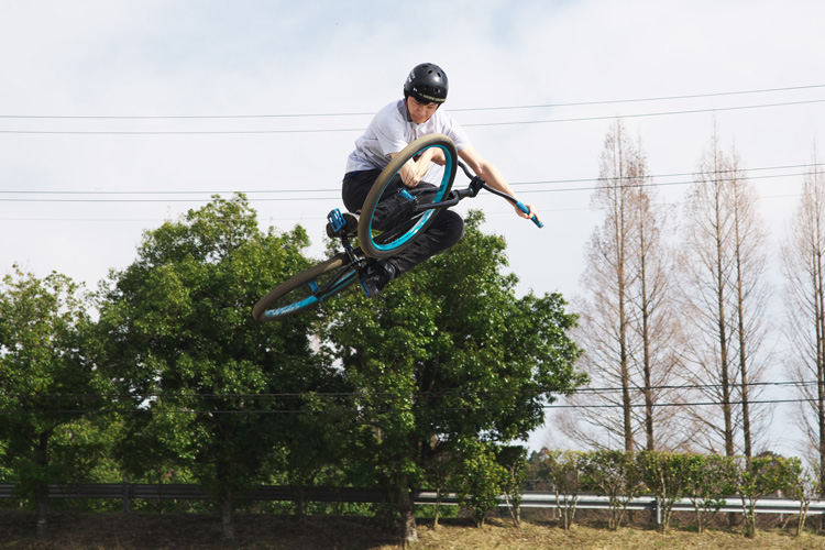 MTB マウンテンバイク レオン君 ダートジャンプ インバート テーブルトップ
