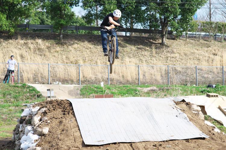 MTB マウンテンバイク ダートジャンプ フラワートレイル ワンメイクジャンプ