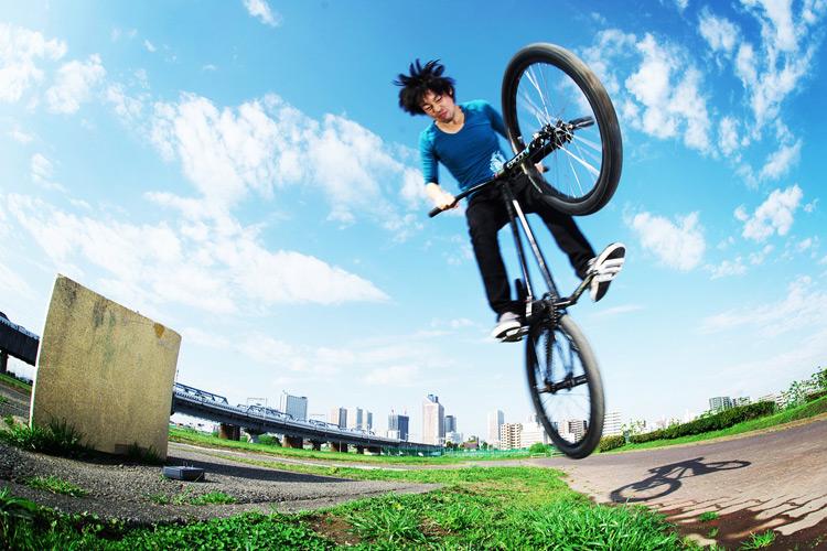 MTB マウンテンバイク SHAKA 多摩川河原サイクリングロード ギャップ超えバニーホップ180
