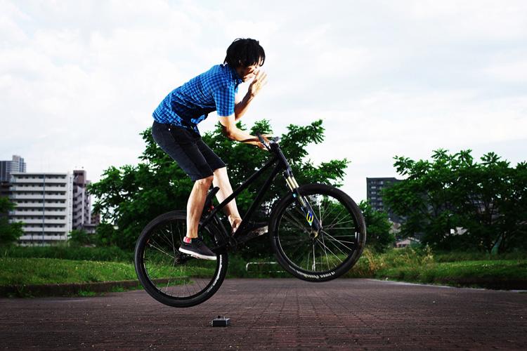 MTB マウンテンバイク SHAKA 多摩川河原サイクリングロード バニーホップバースピン