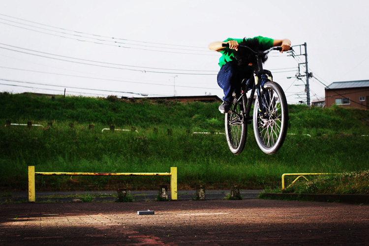 MTB マウンテンバイク SHAKA 多摩川河原サイクリングロード バニーホップ