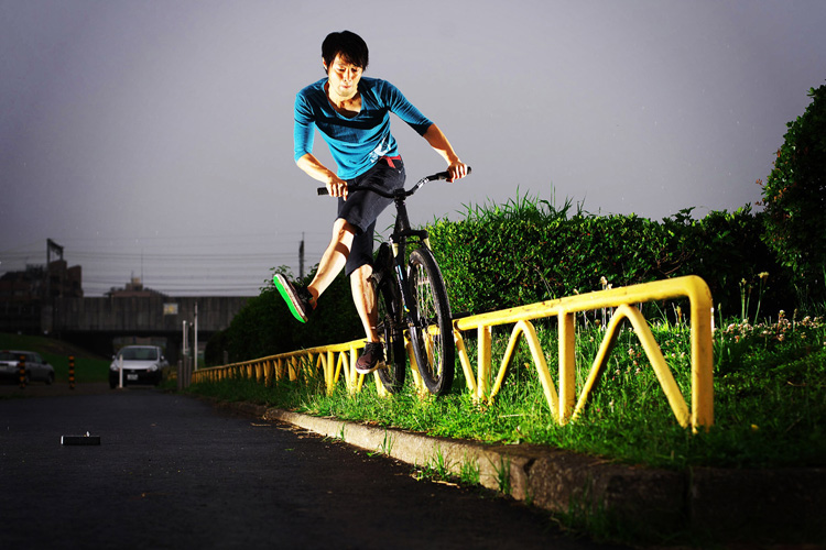 MTB マウンテンバイクSHAKA 多摩川河原サイクリングロード ハンドレール キャンキャンダブルペググラインド