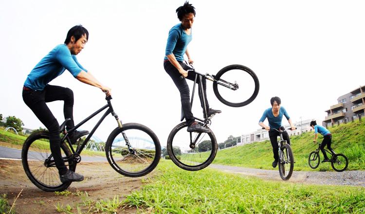 MTB マウンテンバイク SHAKA 多摩川河原サイクリングロード バンクバニーホップ180
