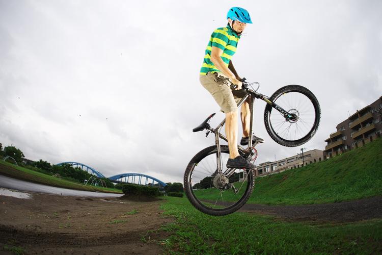 MTB マウンテンバイク YAMADORI 1st 26 多摩川河原サイクリングロード バンクバニーホップ180