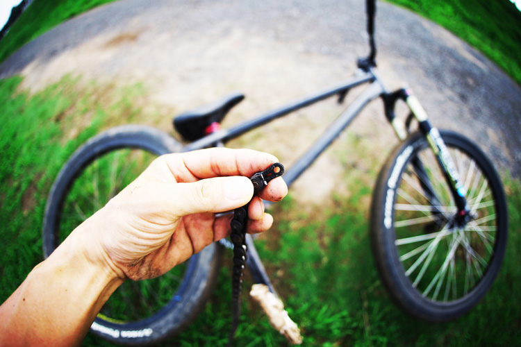 MTB マウンテンバイク SHAKA 多摩川河原サイクリングロード バンクバニーホップロックウォーク チェーン切れ