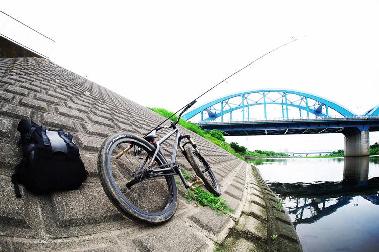 MTB マウンテンバイク SHAKA 多摩川河原サイクリングロード エサ釣り